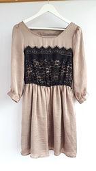 Нарядное платье под сатин кофейного цвета с кружевом интересная спинка
