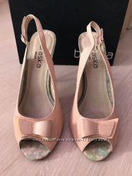 Нежные туфли-лодочки на шпильке розового цвета