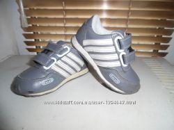 Кроссовки для мальчика для двора