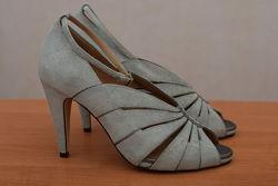 Серые босоножки из натуральной замши на каблуке Clarks, 42 размер. Оригинал