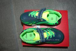 Новые кроссовки Clarks, размер 30