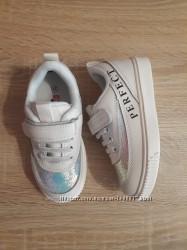 Кросівки для дівчаток. Розміри 26, 27, 30, 33