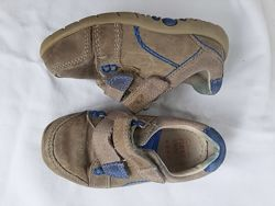 Продам демисезонные кожаные кроссовки Clarks. Размер 22. Стелька 14 см.