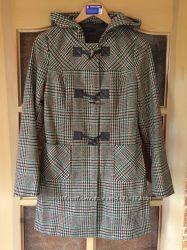 Пальто шерсть BENETTON, модель нова, гарне пошиття з капюшоном, нове