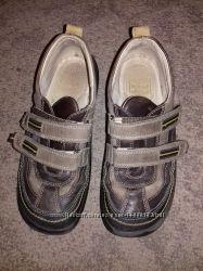 Продам туфли-кроссовки Тигина