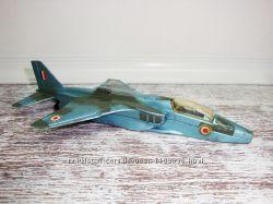 Коллекционная модель истребителя Dinky Toys Model No. 731