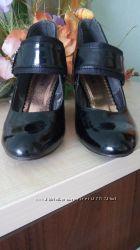 шкіряні польські та італійські 38  лаковані туфлі 39 розміру
