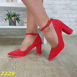 расные замшевые туфли на каблуке с ремешком и пряжкой, красные туфли 37-39р
