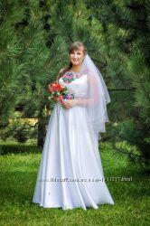Весільна сукня в украінському стилі.