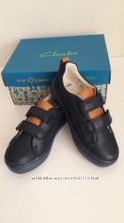 Новые кожаные ботинки Clarks
