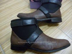 Фирменные ботинки известного бренда Clarks.