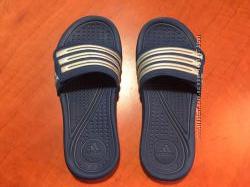Фирменные тапочки Адидас , босоножки Adidas