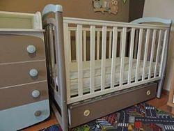 Детская кроватка  комод с пеленальным столикому сверху ортопедический м