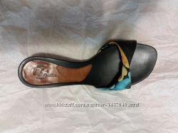 Шлепки на низком каблуке