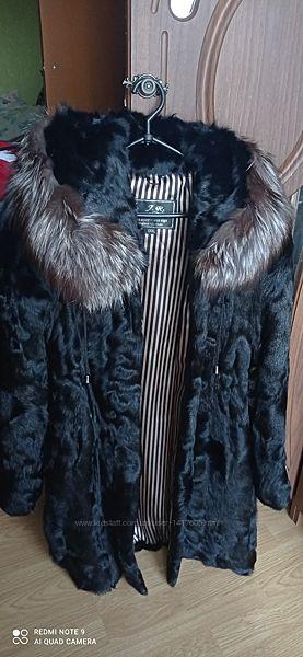 Продам натуральну шубу козликчорнобурка капішон М