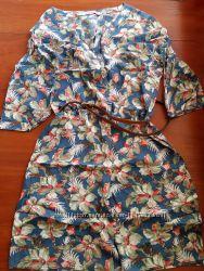 Легкое платье цветочный принт размер м  goldi
