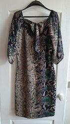 Очень красивое платье принт с шифоновыми рукавами