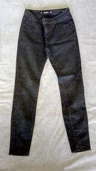 Черные джинсы скинни Zara  34 р-р
