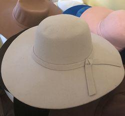 Элегантнейшая шляпа для истинной леди.