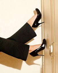 Черные туфли на шпильке кожа, 37-38 р.