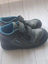Демисезонные ботинки для мальчика 27р сlarks
