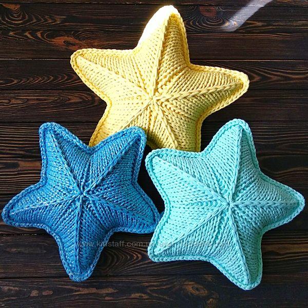 Вязаная подушка звезда