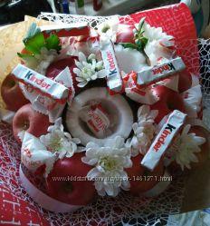 Букеты из фруктов конфет и цветов