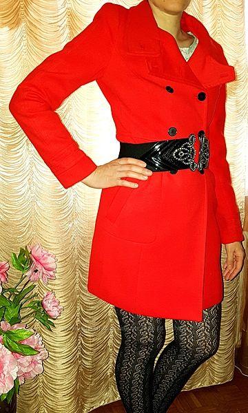 Фирмен. пальто ZARA красное, красивое, интересный дизайн S/26