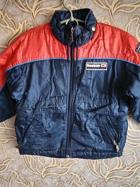Отличная осенняя куртка reebok для мальчика 3/4 года