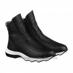 Кожаные ботинки на белой  подошве