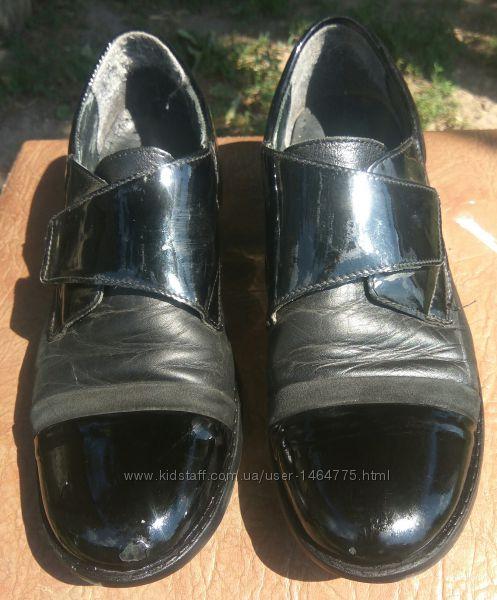 много разной обуви для мальчика