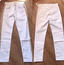 белые джинсы фирмы gap