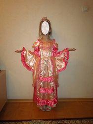 Платье принцессы в хорошем состоянии для девочки 5-7 лет