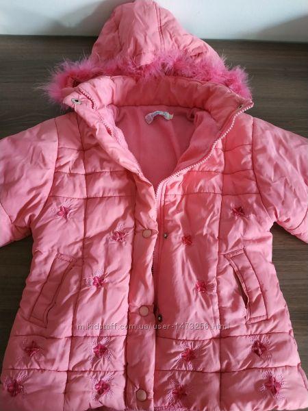 Осенняя теплая розовая куртка 5-6лет