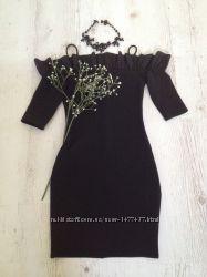 Облегающее чёрное платье