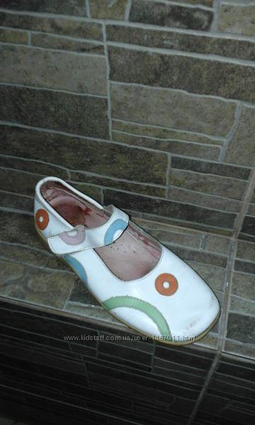 Туфли Tiranitos для девочки из натуральной кожи