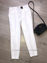 Очень стильный белые укороченные брюки