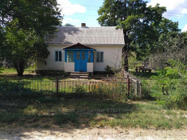 Продам хату у с. Гута Степанська