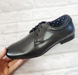 Новые туфли Next. Стелька 22 см. Размер 32-33 . Очень ноские