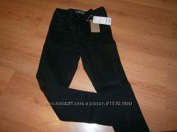 Новые джинсы Манго, Испания, размер на 9-10 лет, 140 см. Цвет - черный.