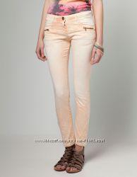 Новые светлые джинсы р. 34XS Bershka