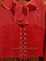 Красная блузка с корсетом на шнуровке
