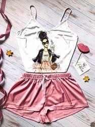 Шелковые пижамы с дизайнерскими принтами.