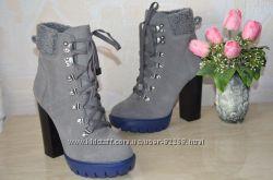 Ботинки осенние женские. Замш