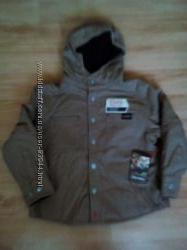 Продам новую  бежевую куртку деми на 6 или 7 лет