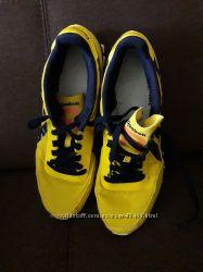 Яркие летние кроссовки Reebok размер 8 US 40. 5