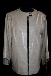 Весенняя легкая стильная куртка из экокожи