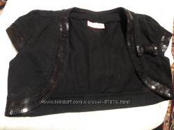 Чёрная коротенькая жилеточка Вайкики 4-5 лет можно и дольше