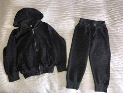 Спортивный костюм пайта  капри на 7-8 лет.